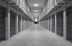 Тюремщик осужден за сбыт героина и пронос телефонов в следственный изолятор